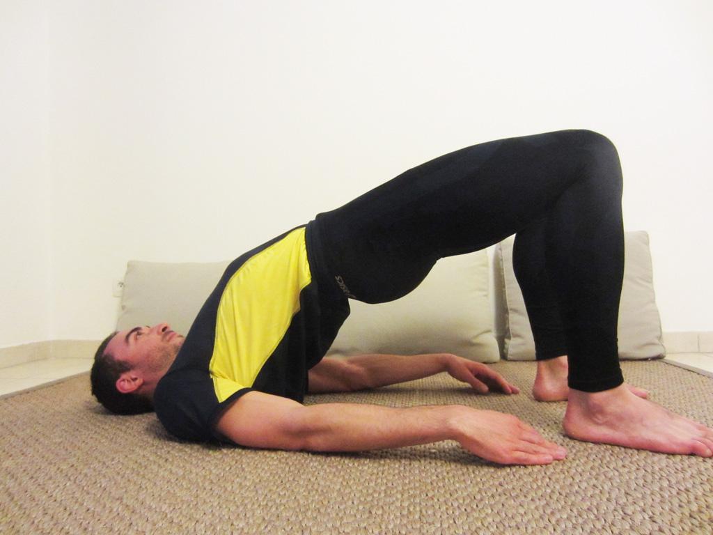 Posture yoga du demi-pont