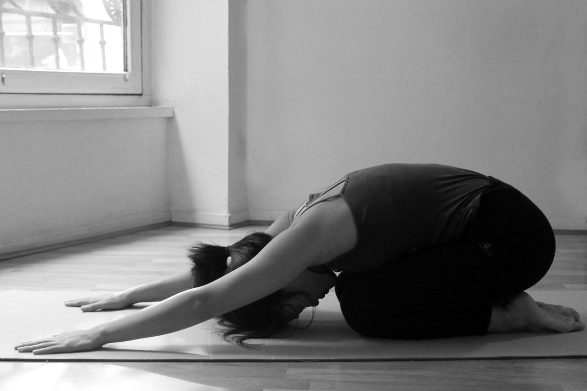 Shashankasana : posture simple pour faciliter sa digestion