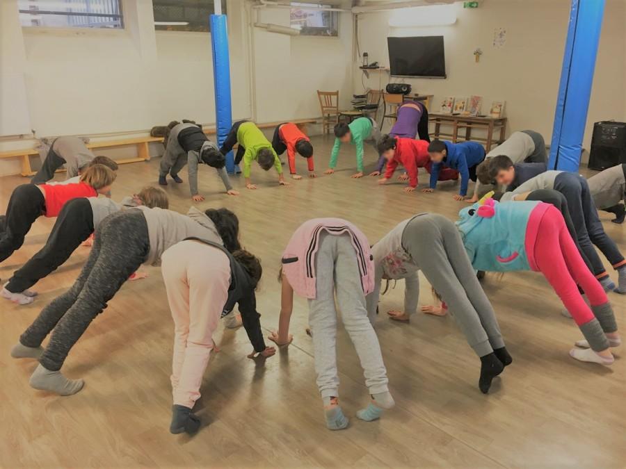 Initiation yoga au profit des enfants de CE2 de Charles Démia