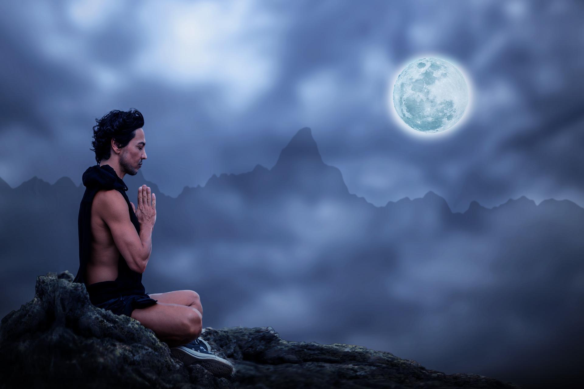 Chandra Namaskar : la salutation à la lune pour apaiser (tutoriel vidéo)