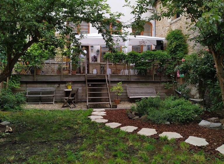 Yoga au jardin zen d'Après la Pluie